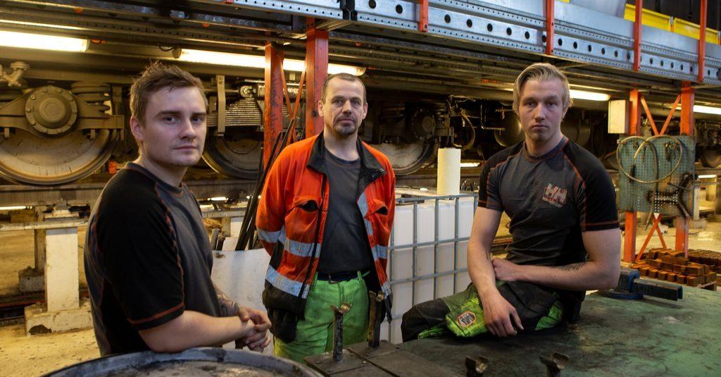 – URIMELIG: Geir Ove Seigerud, Vidar Olsen og Sander Olsson jobber i Mantena på Nyland. De mener det er urimelig at de må betale skatt på et gode, uten at det blir kompensert fullt ut.Foto: Morten Hansen